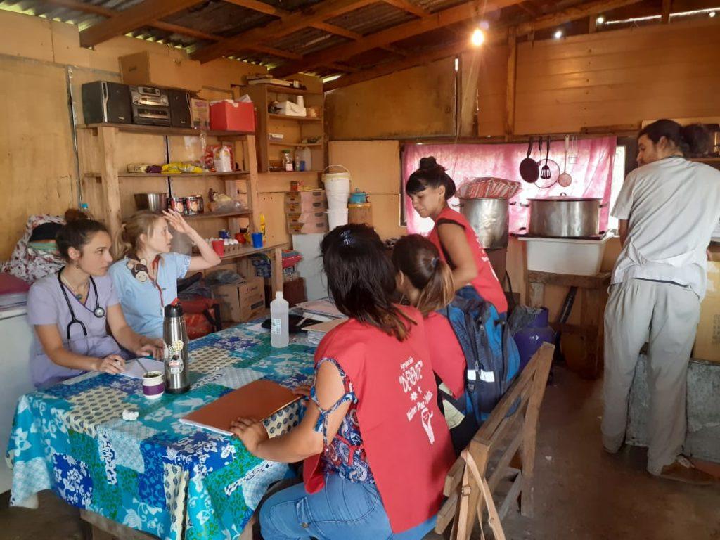 Médicos Comunitarios en la Casa CTEP Praderas.